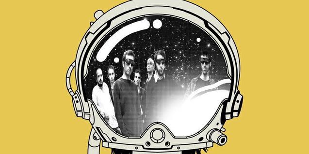 Una imagen del grupo reflejada en el visor del casco de un astronauta