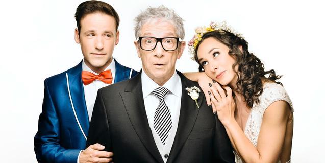 Joan Pera, en el centro, con Oriol Casals y Anna Carreño en 'El pare de la núvia'