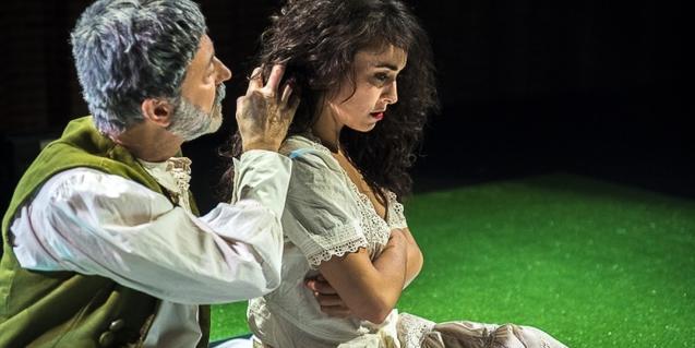 'Amor de Don Perlimplín' explica la història d'amor i desamor entre un home gran i una jove