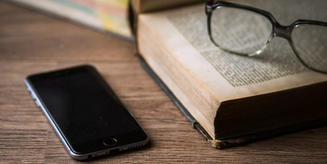 'BVG a cau d'orella' és un servei de lectura telefònica per acompanyar les persones grans i aquells que més ho necessitin