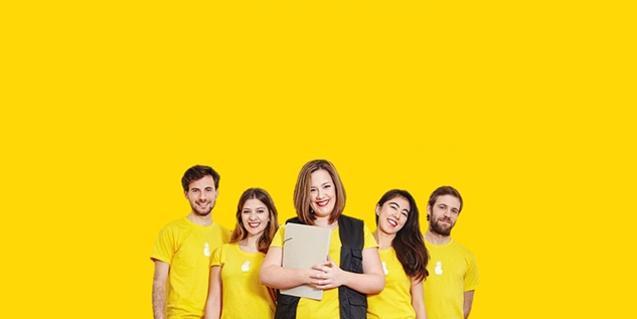 Los cinco protagonistas del montaje en una fotografía que recuerda una imagen publicitaria de una gran marca