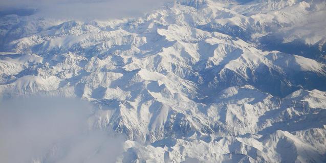 El Pirineo nevado, visto desde el cielo