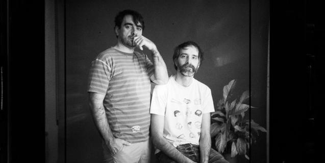Retrato en blanco y negro de los dos integrantes de la banda folk Ran Ran Ran
