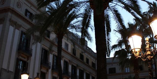 Detalle de la plaza Reial, punto de partida y de llegada de la ruta