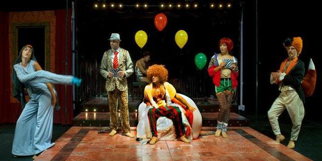 Personajes del musical en el escenario