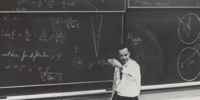 Imagen de Feynman durante una classe