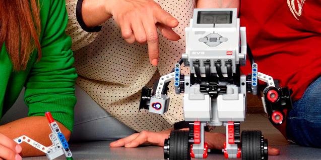 Imagen de un robot creado en familia