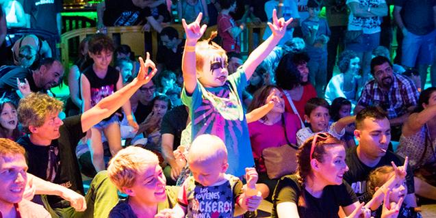 Fotografia del públic familiar d'un dels concerts