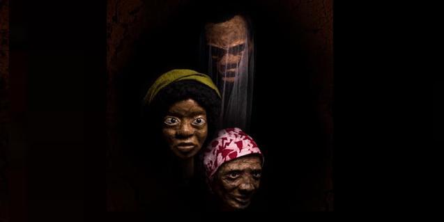 Retrato de los tres títeres de gran formato que protagonizan esta pieza emergiendo de un fondo oscuro y misterioso