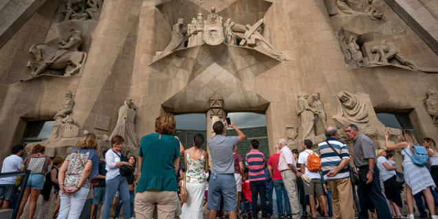 The 'Hora Barcelona' phase allows citizens to enjoy the Sagrada Familia free of charge at weekends