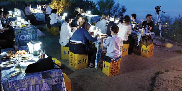 La Caseta del Migdia es sede cada miércoles de una sardinada con rumba