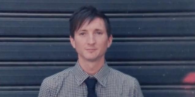 El cantautor neozelandés Scott Manion en una imagen del videoclip