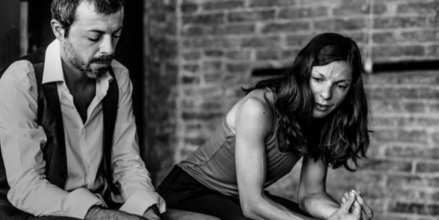 Dani Arrebola i Annabel Castan interpreten 'Si planeas vengarte cava dos tumbas'