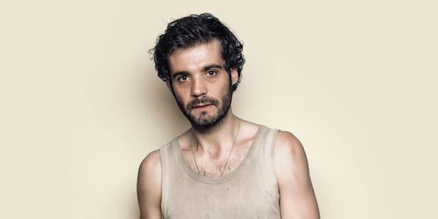 El actor Javier Beltrán en el cartel de 'Sol solet'
