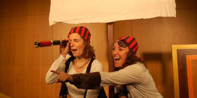 Las dos actrices en el escenario