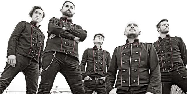 Retrato de grupo de los integrantes de la banda barcelonesa
