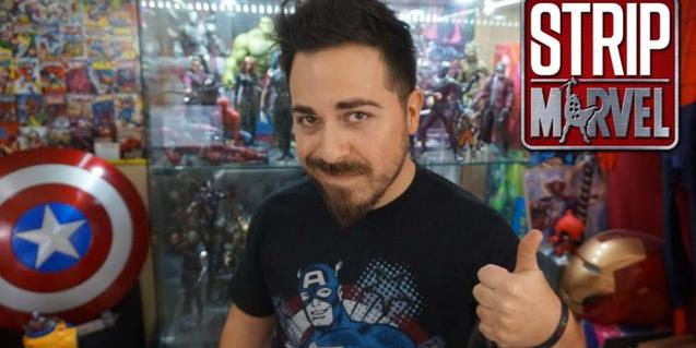 Una fotografia del youtuber Dani Lagi envoltat d'imatges relacionades amb l'univers Marvel