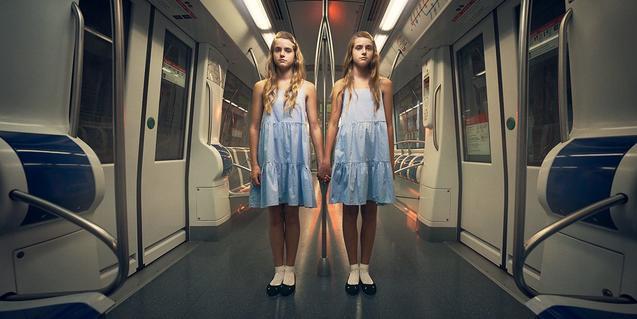 Una de les imatges que promocionen l'edició d'enguany mostra dues germanes bessones d'aspecte sinistre en un vagó del metro al·ludint a un conegut film de terror d'Stanley Kubrick