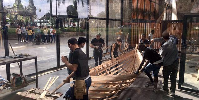 El taller de construcción de la barca contó con participantes de varios países