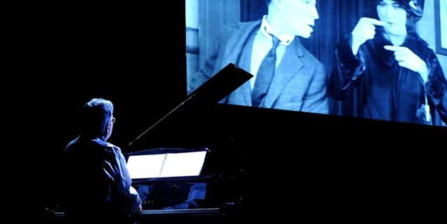 El pianista posant música en directe a un film de Buster Keaton