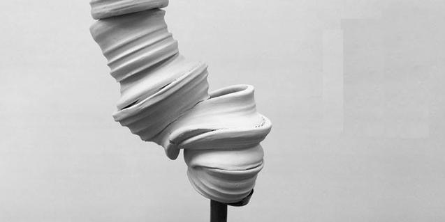 Una de les escultures abstractes de Teresa Solar
