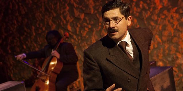 Un actor i un violoncel·lista, intèrprets del muntatge