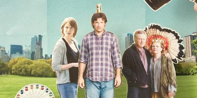 Imagen del cartel que anuncia el film y que muestra los protagonistas como figuras recortables de papel