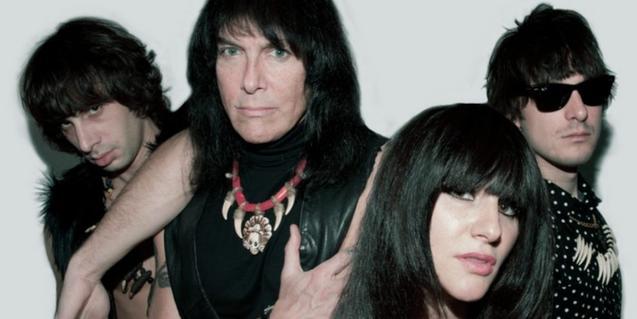 Retrato de grupo de los integrantes de la banda