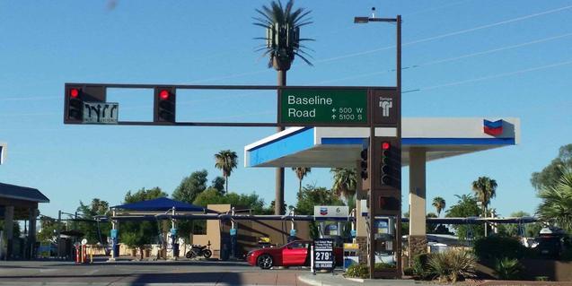 Una fotografía de una autopista es una de las imágenes del cartel de este año