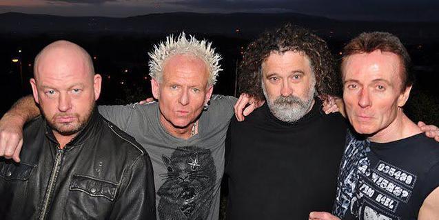 Retrato de grupo de los cuatro integrantes de esta banda de rock