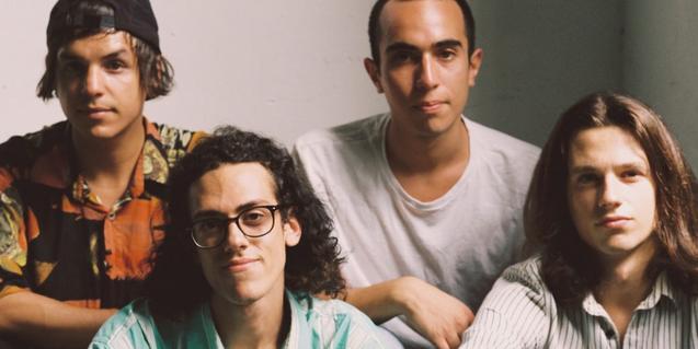 Retrato de grupo de los cuatro miembros de la banda catalano-chilena The Zephyr Bones