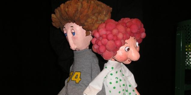 Fotografía de los dos protagonista del espectáculo de títeres Petons