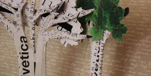 Árboles hechos con collage de distintos papeles escritos