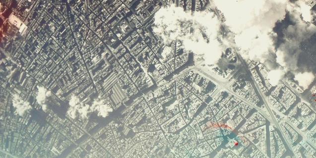 Vista aèria de Barcelona durant un dels bombardejos de la guerra civil