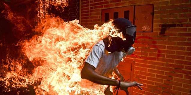 'Venezuela Crisis', de Ronaldo Schemidt, imatge guardonada amb el premi World Press Photo d'enguany