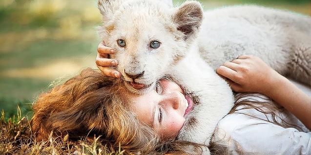 Una imatge de 'Mia y el León blanco'.