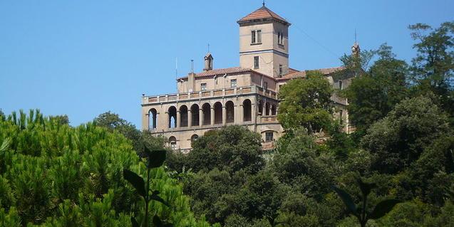 Vil·la Joana es troba envoltada dels boscos de Collserola