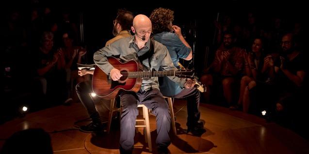 El trio de Marc Parrot en un concert de 'Refugi' dins la iurta