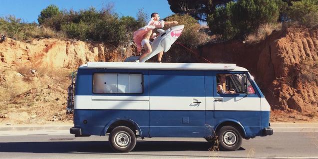 La imagen de una extravagante caravana sirve para promocionar el espectáculo