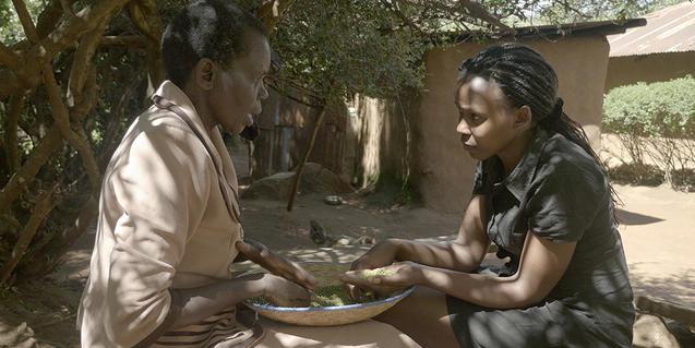 Fotograma de 'Womanhood' dirigit i protagonitzat per la cineasta Beryl Magoko