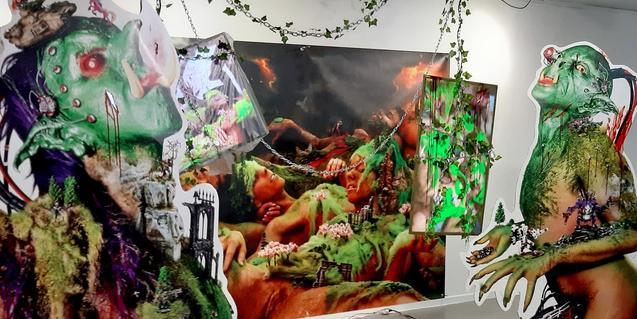 Una de les obres del duet d'artistes Yessi Perse que mostra un paisatge futurista amb éssers d'un altre món