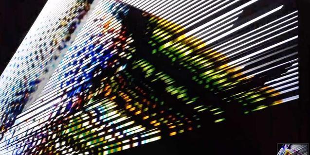 Una imatge de l'espectre electroacústic amb una combinació abstracta de colors vius
