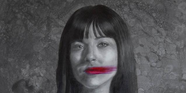 Una cabeza de mujer con la boca deformada. Una de las obras de la artista Zisis