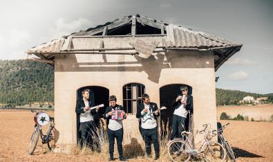 Fotografia dels 4 membres del grup