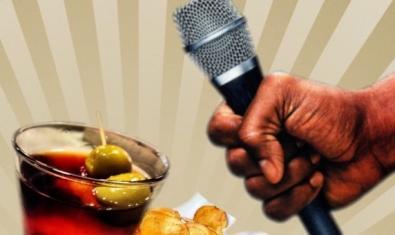 Un micro con un vaso de vermut y unas patatas fritas