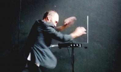 L'artista en un moment de la representació