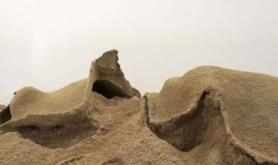 Un pequeño paisaje de cemento en una de las obras de la artista