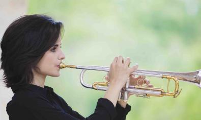 Retrat de l'artista tocant la trompeta