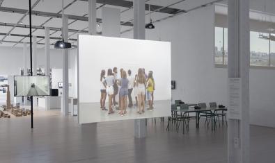 EN RESiDÈNCiA és un programa de creació que uneix artistes i adolescents