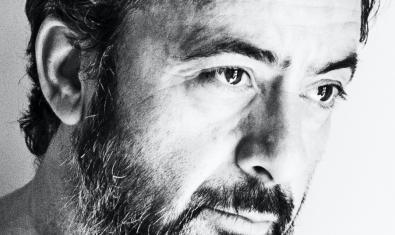 Retrato de primer plano en blanco y negro de Miguel Marín el músico que está tras este proyecto musical